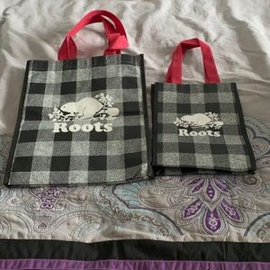 2 reusable roots bags